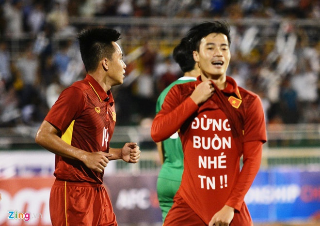 Van Thanh, Dinh Trong va cac cau thu noi tieng voi tinh yeu lau ben hinh anh 12