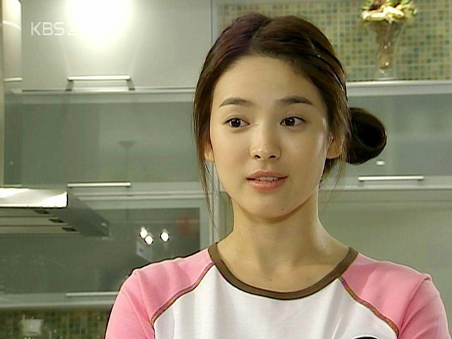 Song Hye Kyo truoc tuoi 30: Cha me ly hon, the chat yeu duoi hinh anh 2