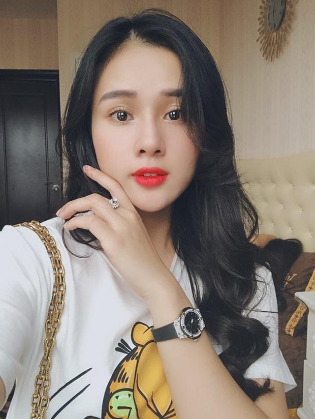 Vo Bui Tien Dung len doi iPhone 11 va dan WAGs Viet dam me hang hieu hinh anh 13