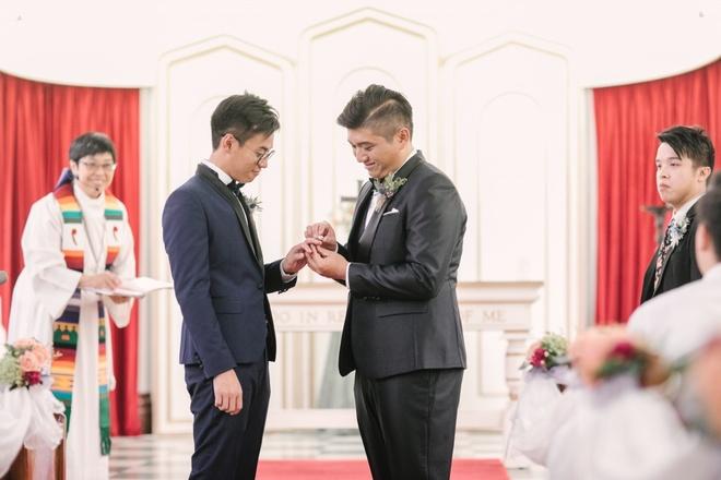 Cap LGBT Hong Kong bat man vi phai tra tien de song chung nha hinh anh 1