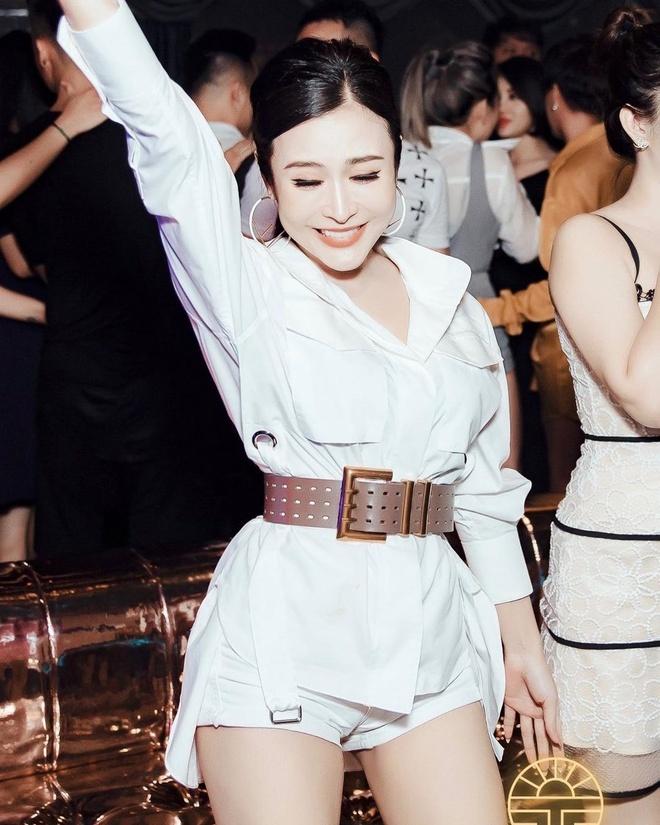 Chi gai cac hot girl deu co nhan sac 'hack tuoi', cuoc song sang chanh hinh anh 10