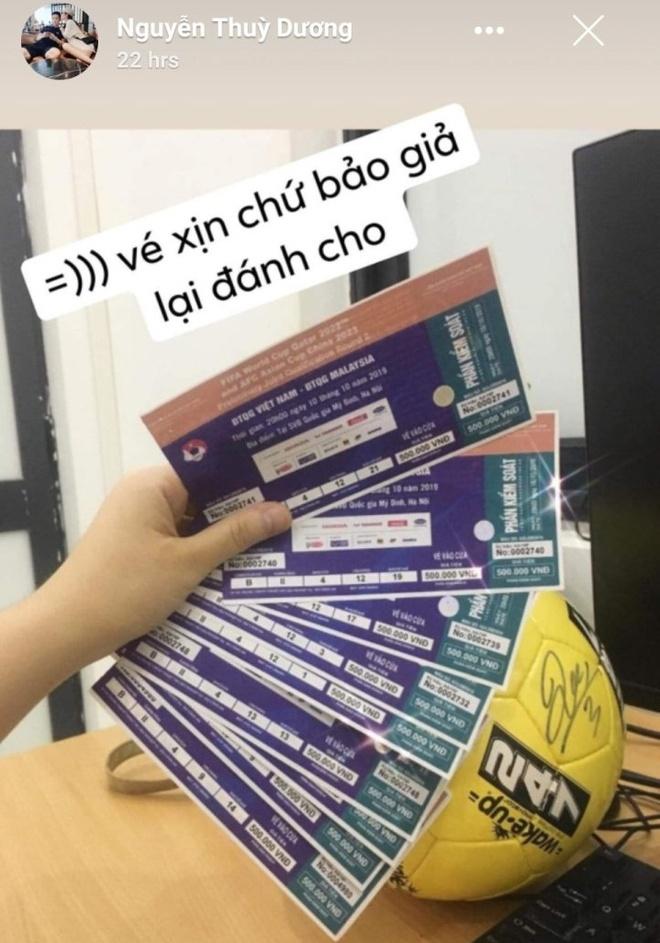 Ban gai Huy Hung, Xuan Manh khoe ve VIP xem tran Viet Nam - Malaysia hinh anh 4