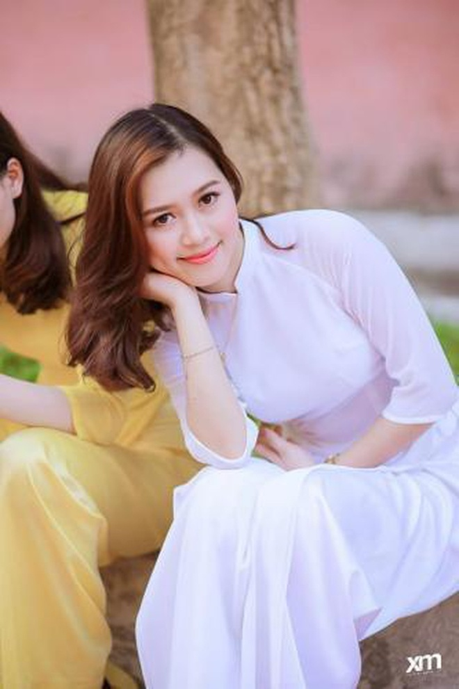 Co giao day tieng anh xinh dep anh 11