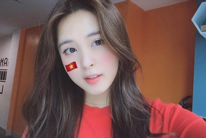 Nguoi yeu Van Hau, em gai Van Toan den san tiep lua cho tuyen Viet Nam hinh anh 7