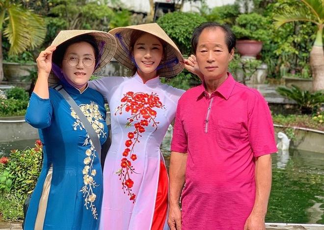 DJ goi cam xu Han khoe anh dien ao dai, doi non la o Da Nang hinh anh 1