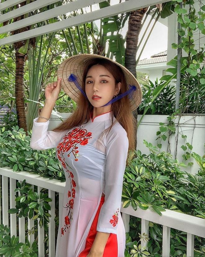 DJ goi cam xu Han khoe anh dien ao dai, doi non la o Da Nang hinh anh 3