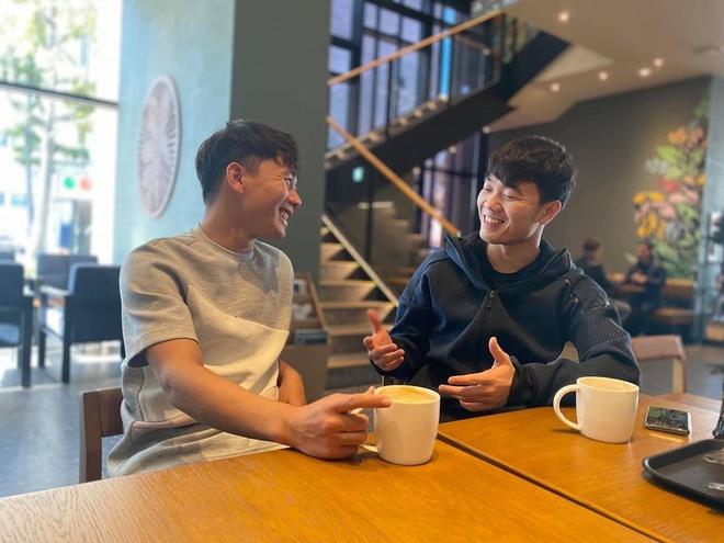 Xuan Truong rang ro khi gap lai dong doi cu tai Han Quoc hinh anh 8