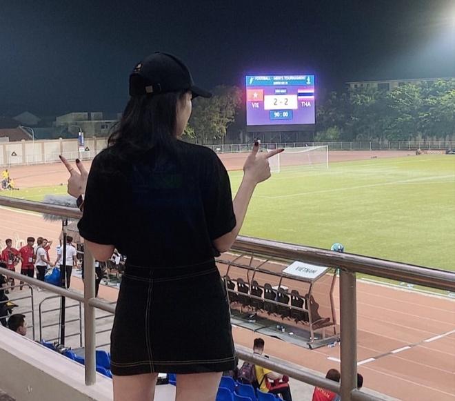 Ban gai Van Hau sang Philippines xem U22 Viet Nam dau Thai Lan hinh anh 2