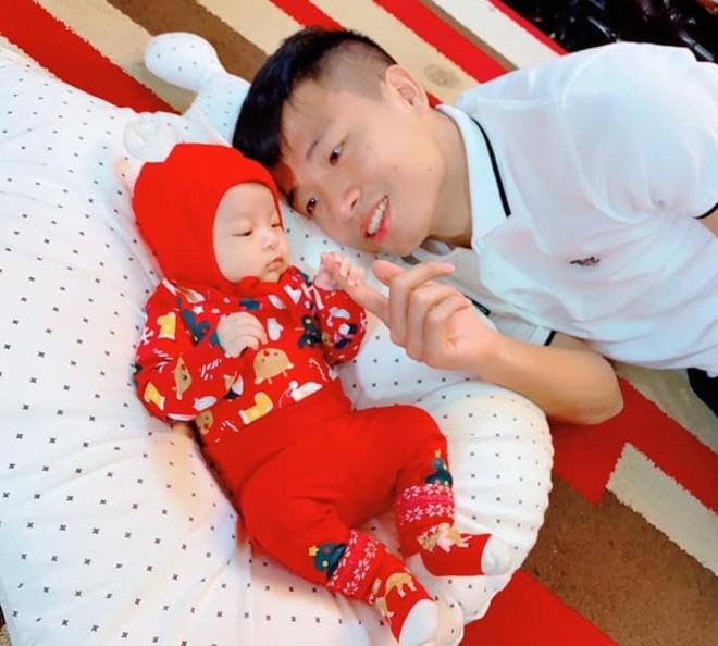 Tien Dung sam do cho con truoc Noel, Van Lam va ban gai trang tri nha hinh anh 1 x2.jpg