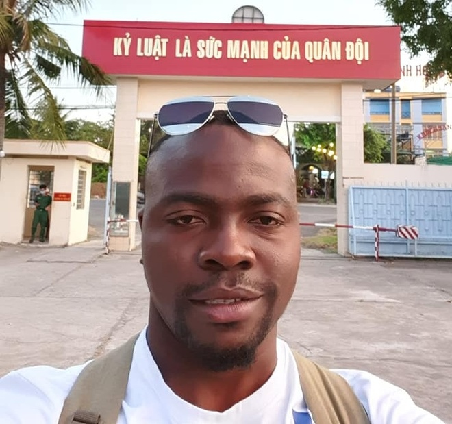 Chang trai Nigeria cach ly o Can Tho: 'Cam on long tot cua nguoi Viet' hinh anh 1 s40.jpg