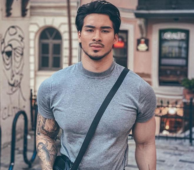 Chàng Việt kiều Đức Johnny Trần được chú ý khi xuất hiện trong chương trình Người ấy là ai mùa 2 và 3. Chàng trai mang 2 dòng máu gây ấn tượng với vẻ ngoài phong trần, nam tính cùng phong cách thời trang ấn tượng.