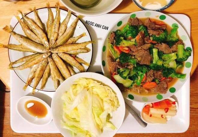 Tham khao mam com chieu cua vo chong Viet o Nhat Ban hinh anh