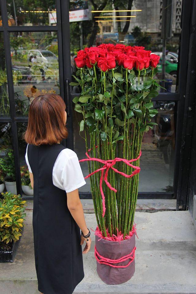 Hoa hong gia nua trieu cao hon nguoi chay hang dip Valentine hinh anh 1