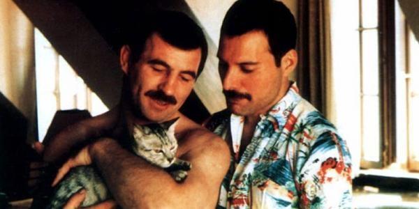Hoi uc ve thu linh Queen Freddie Mercury cua nguoi tinh dong tinh hinh anh 2
