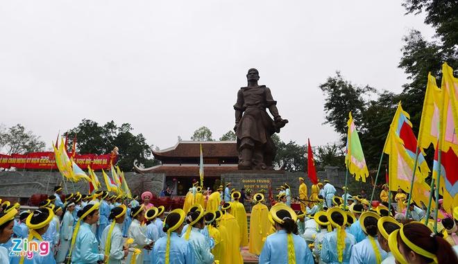 Tran Ngoc Hoi - Dong Da 230 nam truoc trong su sach Viet - Trung hinh anh 1