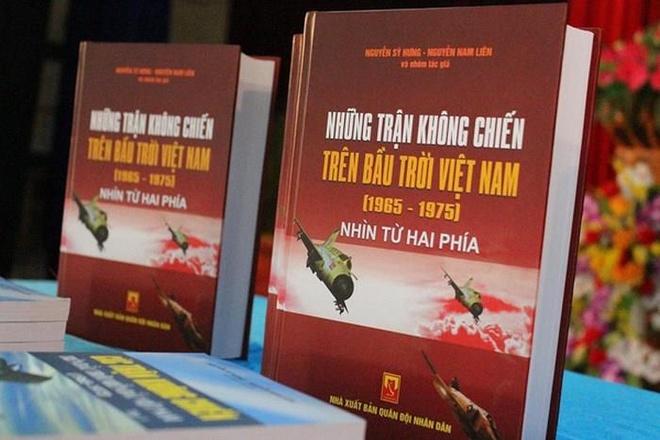 Nguyen Nam Lien,  phi cong,  Anh hung LLVT,  khong chien,  truyen tranh Viet Nam anh 3