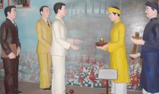Vua Bao Dai,  Tran Huy Lieu,  Le Doc lap,  Quoc khanh,  Ho Chi Minh,  trao an kiem anh 1