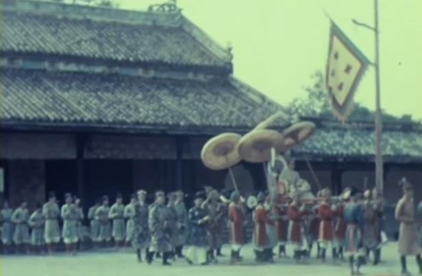 Vua Khai Dinh voi viec dat le 'quoc khanh' cua trieu Nguyen hinh anh 2