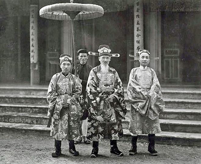 Ton That Dan,  Vua Bao Dai,  Lac vien tieu su,  Ton That Han,  Nguyen Huu Bai,  Khai Dinh anh 1