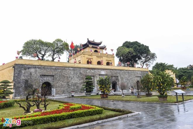 Nam Canh Ty,  nien hieu vua Viet,  Trinh Tung,  Le Kinh Tong anh 1
