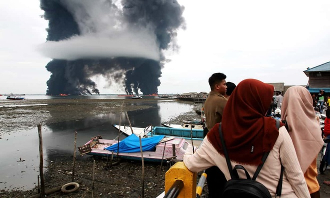 Indonesia bao dong tinh trang khan cap sau su co tran dau hinh anh