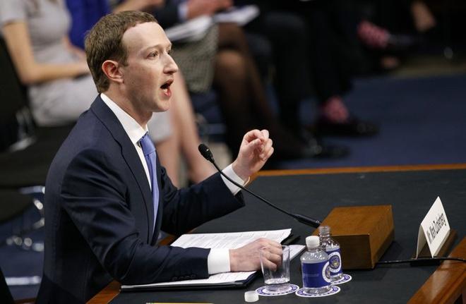 Zuckerberg: Facebook phai 'chay dua vu trang' voi Nga hinh anh