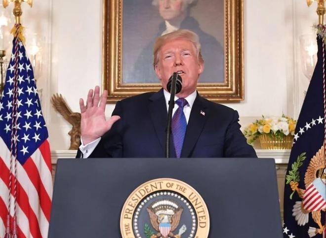 Nga noi gian vi Trump nhu Hitler vi quyet dinh tan cong Syria hinh anh