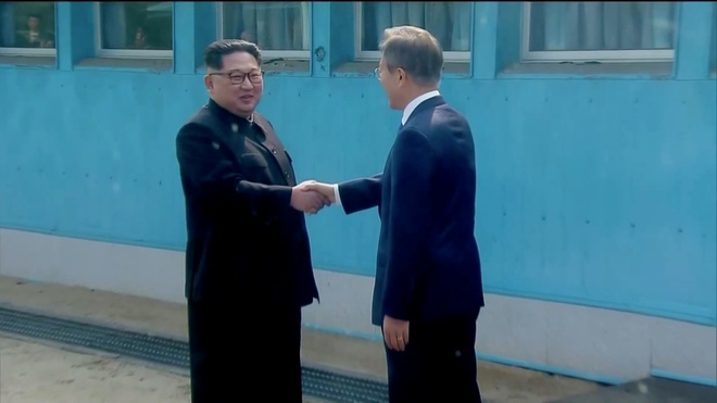 Ong Kim Jong Un va buoc di lich su ngay 27/4 hinh anh