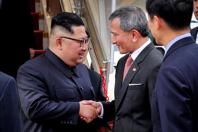 Ong Kim Jong Un da toi Singapore hinh anh