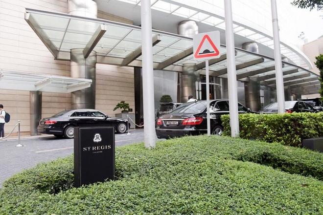 Bao Singapore: Xe cho do an cho ong Kim se den khach san St Regis hinh anh 1