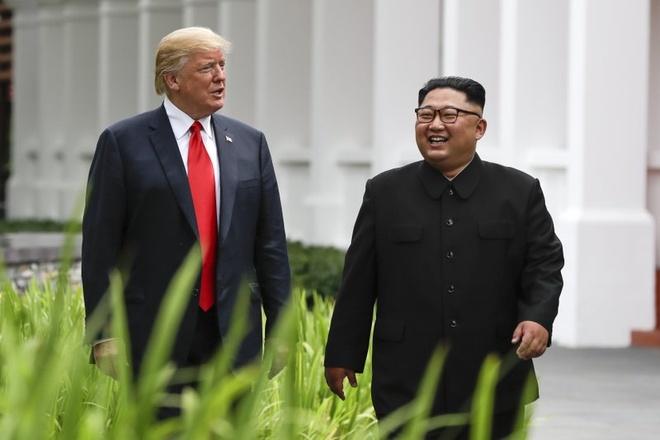 Trump di bo cung Kim, khoe sieu xe 'Quai thu' hinh anh