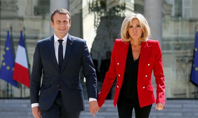 Tong thong Macron bi chi trich vi chi 58.000 USD mua dia an hinh anh 1