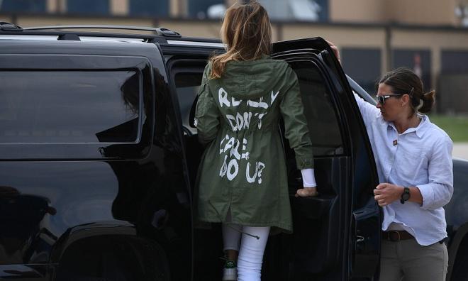 Melania Trump mac ao 'khong quan tam' khi tham tre nhap cu hinh anh 2
