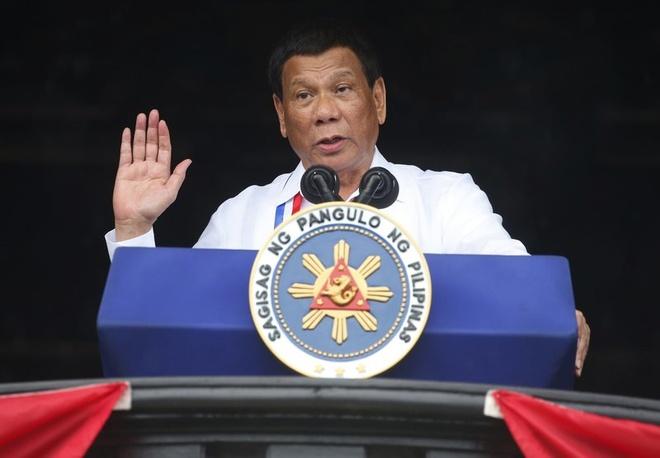 Tong thong Philippines bi chi trich vi noi Chua 'ngu ngoc' hinh anh