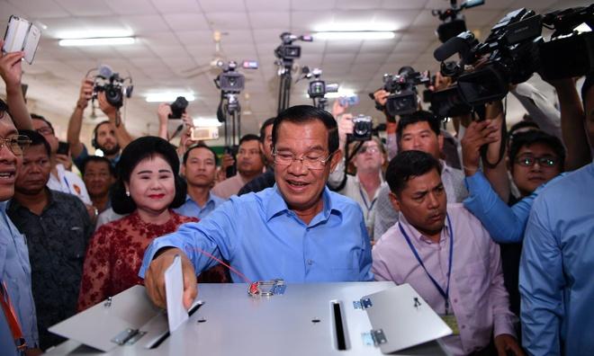 Dang cua Thu tuong Hun Sen chien thang tong tuyen cu Campuchia hinh anh 1