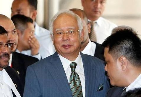 Cuu thu tuong Malaysia Najib doi mat 25 cao buoc tham nhung, rua tien hinh anh