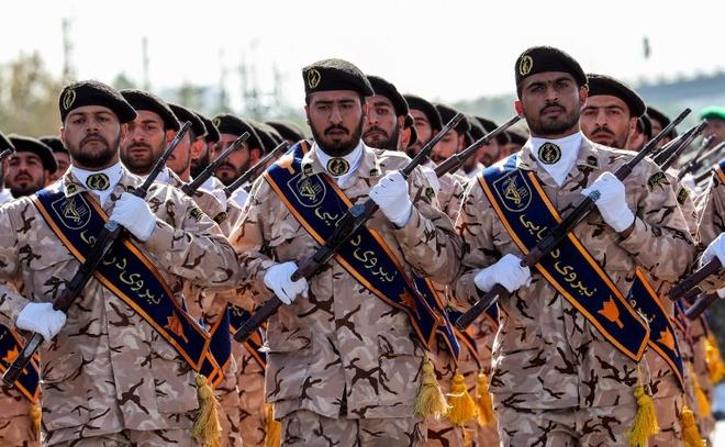 Ve binh Cach mang Iran tuyen bo se 'tra thu tan bao' vu xa sung hinh anh