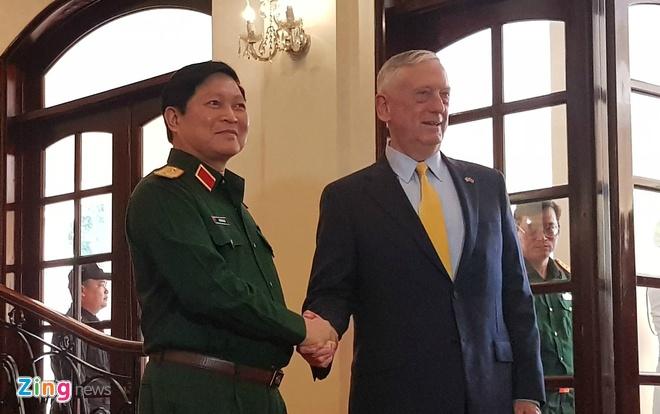 Bo truong Ngo Xuan Lich tiep Bo truong Mattis tai TP.HCM hinh anh