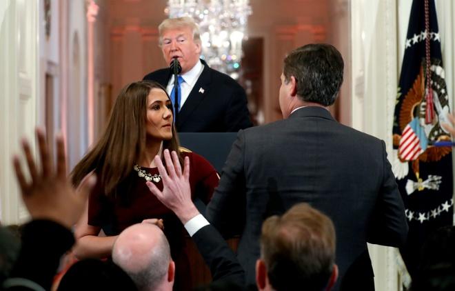 TT Trump tranh cai tay doi voi phong vien CNN trong hop bao hau bau cu hinh anh