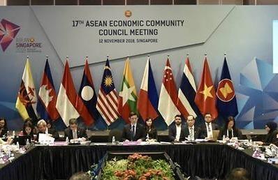 Truoc hoi nghi thuong dinh, ASEAN ky thoa thuan thuong mai dien tu hinh anh