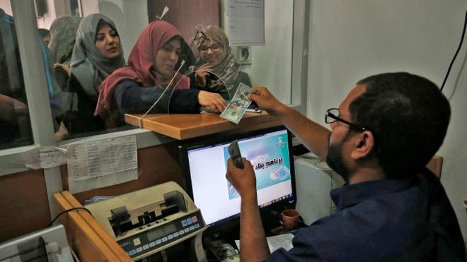 Qatar gui 3 vali chua 15 trieu USD cho cong chuc Palestine o Gaza hinh anh 2