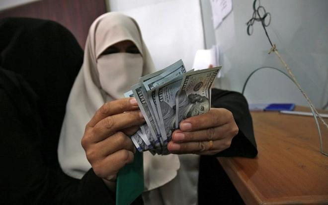 Qatar gui 3 vali chua 15 trieu USD cho cong chuc Palestine o Gaza hinh anh