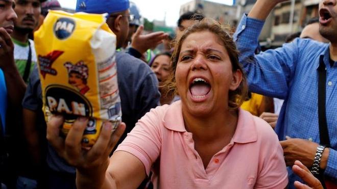 Khung hoang Venezuela: 'Toi bay den My de mua giay ve sinh' hinh anh