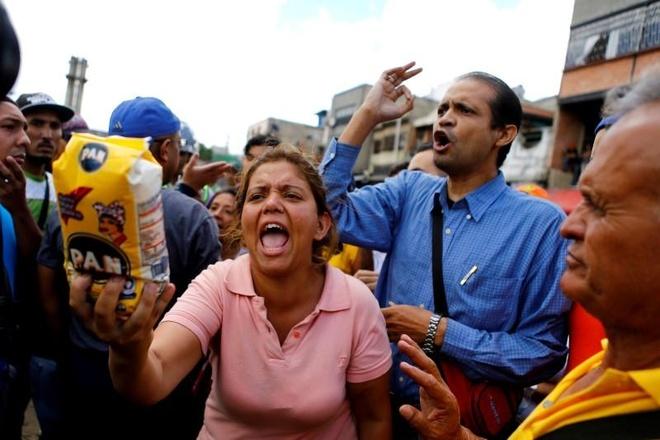 Tien Venezuela dang roi tu do hinh anh