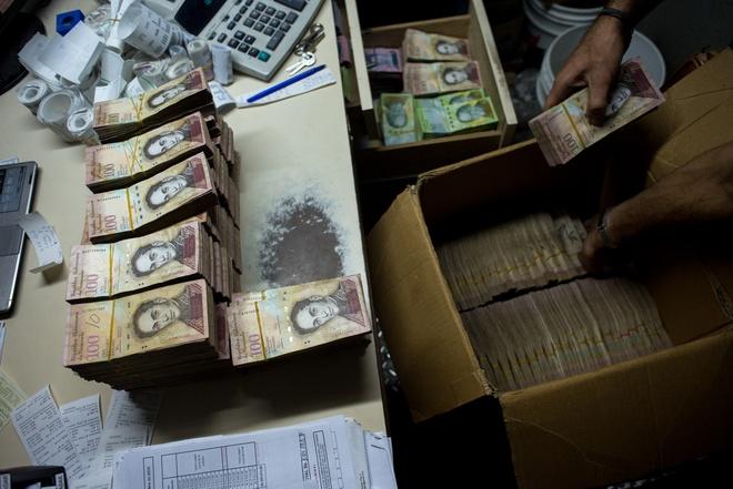 Venezuela sap in tien co menh gia den 20.000 bolivar hinh anh