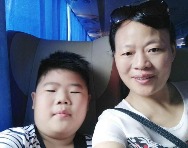 Nam sinh mac ung thu lam bai thi tren giuong benh hinh anh 3