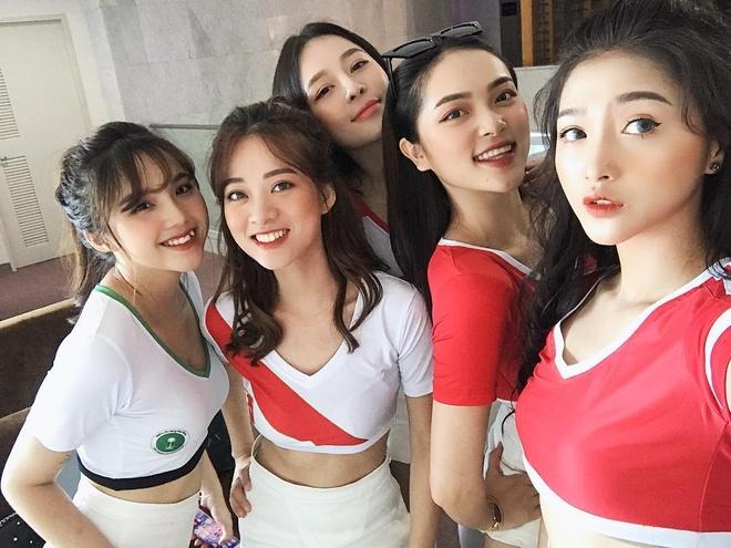 Dan hot girl Viet co vu World Cup 2018: Nong hon bao gio het hinh anh