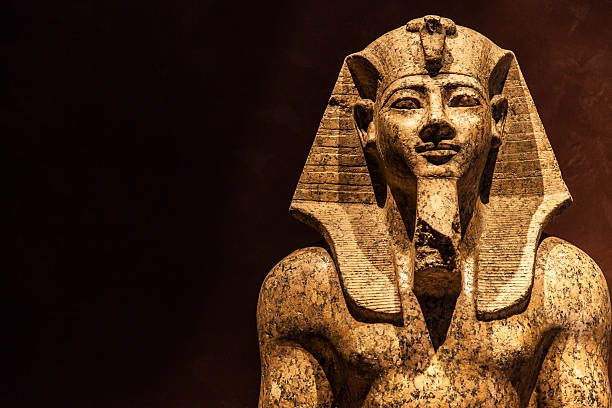 Ngoi mo chon cat Pharaoh dau tien nam o dau? hinh anh