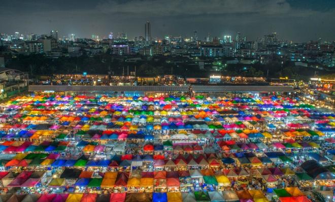 7 khu cho dem khien ban mai me quen loi ve o Bangkok hinh anh