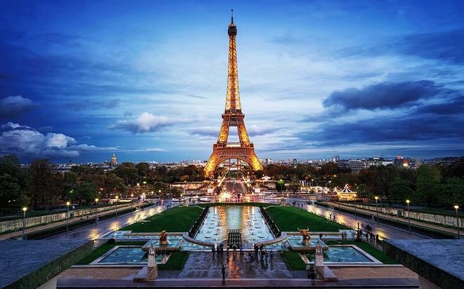 Vi sao khong duoc chup anh thap Eiffel vao ban dem? hinh anh